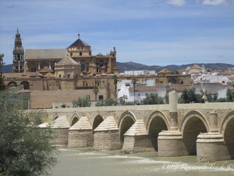 Roma döneminden kalma tarihi köprü
