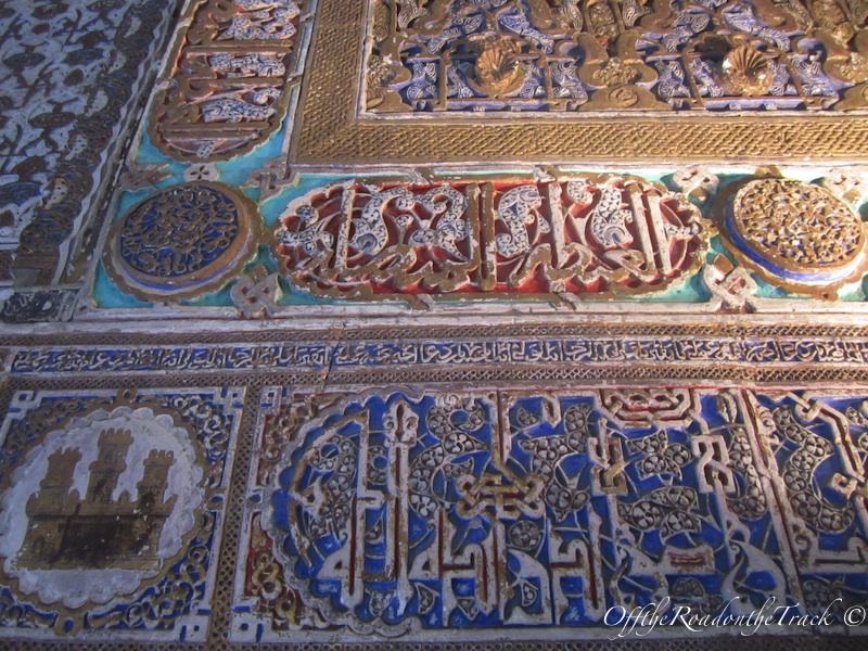 Duvardaki arapca yazilar