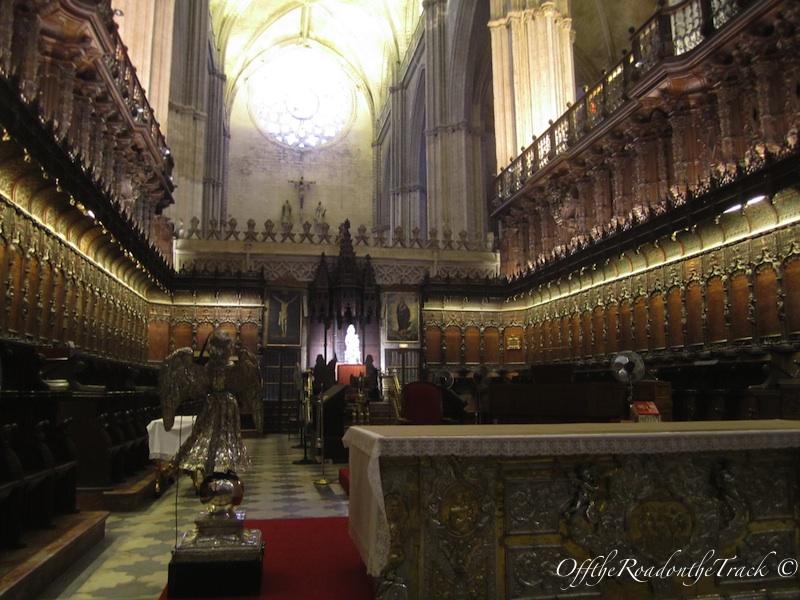 Katedrali'in ici