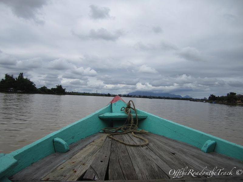 Nehirdeki tekne turumuzdan bir kare