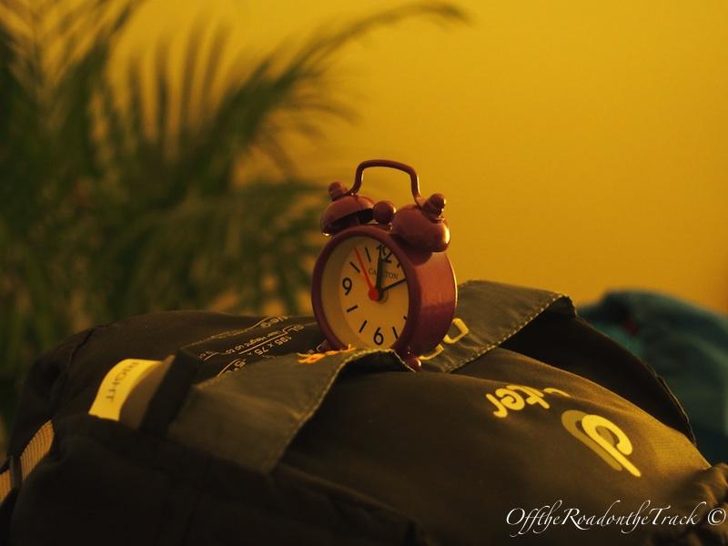 Tulumun üstündeki saate dikkat: En şirin ve dahi en basit tatil malzememiz
