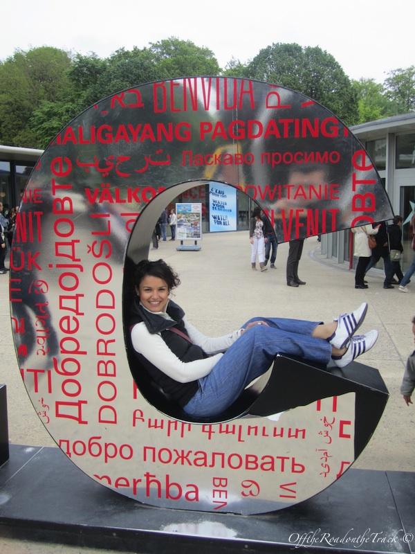 Atomium'un girişinde çok eğlendik