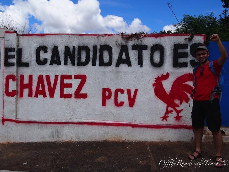 Seçim ertesi olduğundan her yerde Chavez