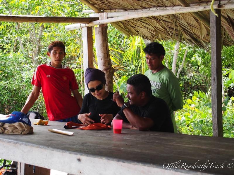 Jungle gezisi sonrası Alex bana herşeyi tekrar anlatırken. Blog için not almam gerek nede olsa :))