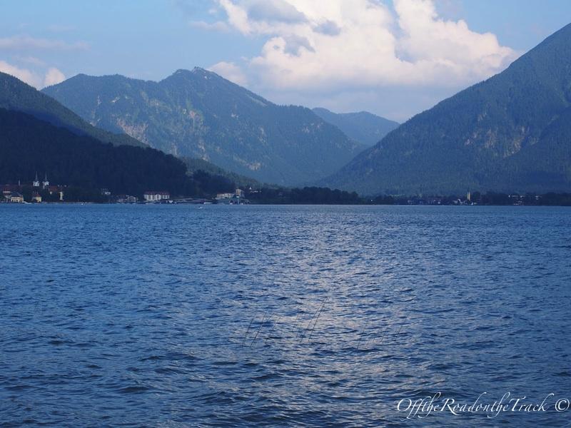 Dağların arasında Tegern Gölü