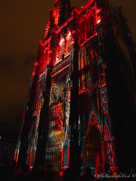 Işık gösterisiyle Katedral, Strasbourg