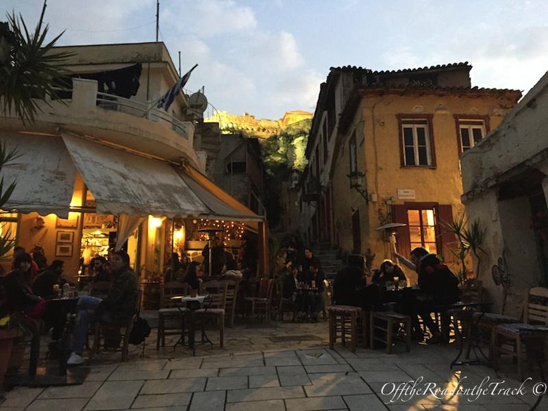 Cıvıl cıvıl Atina sokakları