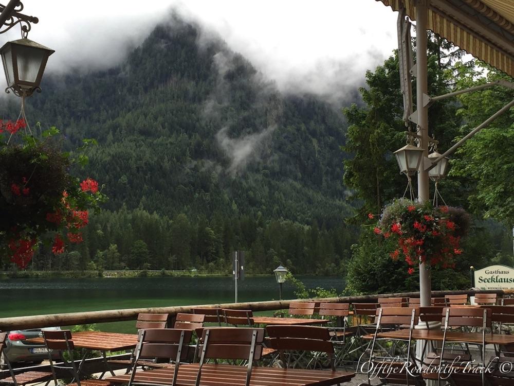 Göl kenarındaki restoran