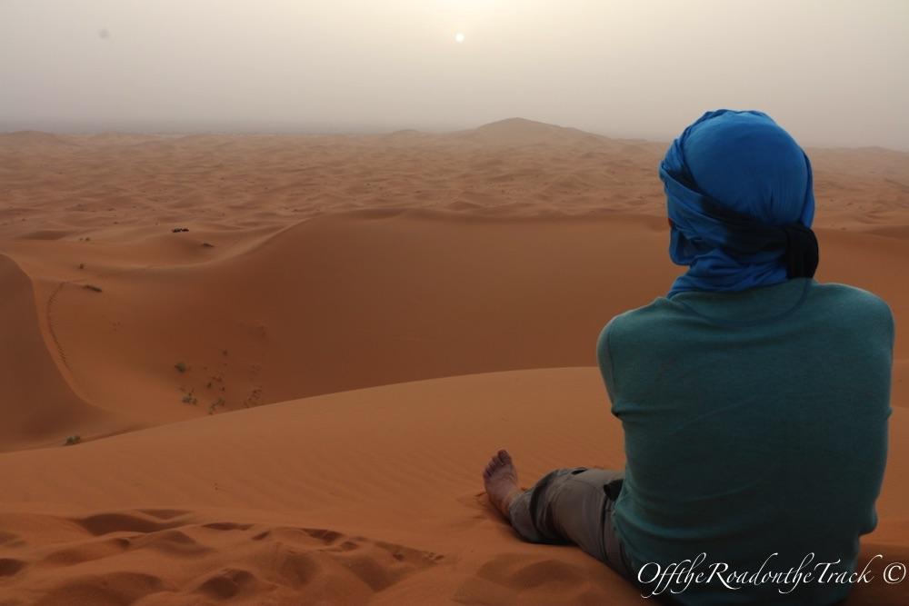 Başka gezegen Erg Chebbi'de gün batımı vakti