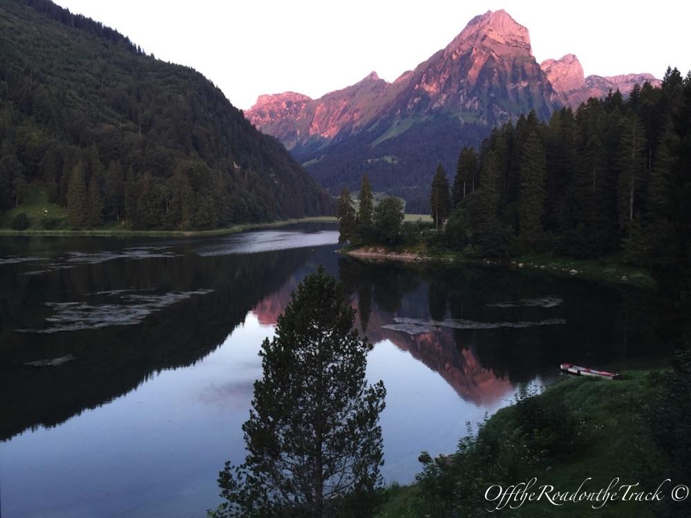 Sabah saat 6:30 sularında Ober Gölü manzarası